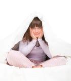 Muchacha que oculta bajo cubierta Imagen de archivo libre de regalías