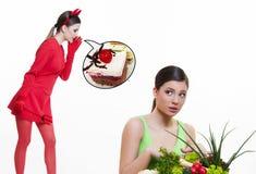 Muchacha que piensa en dieta y los dulces Fotografía de archivo libre de regalías