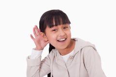 Muchacha que pincha encima de su oído Imagen de archivo libre de regalías