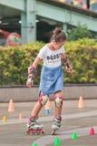 Muchacha que practica en línea el patinar, Pekín, China Fotos de archivo libres de regalías