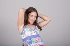 Muchacha que presenta con sus brazos para arriba Fotografía de archivo libre de regalías