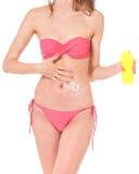 Muchacha que presenta en bikini Imagenes de archivo