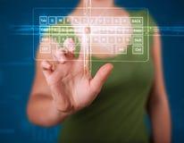Muchacha que presiona el tipo virtual de teclado Imagenes de archivo