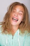 Muchacha que ríe con los apoyos Imágenes de archivo libres de regalías