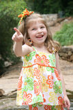 Muchacha que señala el dedo Foto de archivo