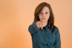Muchacha que señala el dedo en usted Imagen de archivo