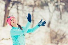 Muchacha que se divierte con nieve Fotografía de archivo