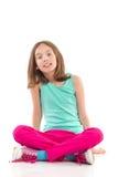 Muchacha que se sienta con las piernas cruzadas Imágenes de archivo libres de regalías