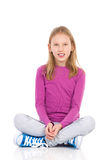 Muchacha que se sienta con las piernas cruzadas Fotos de archivo libres de regalías