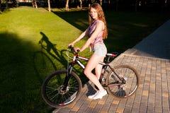 Muchacha que se sienta en la bicicleta Imagen de archivo libre de regalías