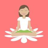 Muchacha que se sienta en la yoga Lotus Position Imágenes de archivo libres de regalías