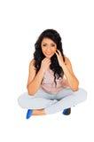 Muchacha que se sienta en piso. Imagen de archivo