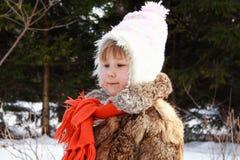 Muchacha que sonríe en invierno Foto de archivo