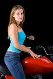 Muchacha que sonríe en la bici Fotografía de archivo libre de regalías
