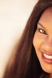 Muchacha que sonríe en naturaleza Imágenes de archivo libres de regalías