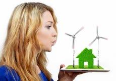 Muchacha que sopla en las turbinas de viento Fotos de archivo libres de regalías
