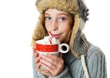 Muchacha que sostiene el chocolate caliente Fotos de archivo libres de regalías