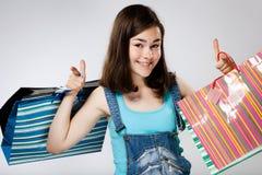 Muchacha que sostiene el panier Imagenes de archivo