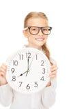 Muchacha que sostiene el reloj grande Imagen de archivo libre de regalías