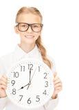 Muchacha que sostiene el reloj grande Fotografía de archivo