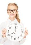 Muchacha que sostiene el reloj grande Fotografía de archivo libre de regalías