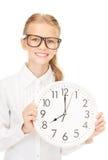 Muchacha que sostiene el reloj grande Imagenes de archivo