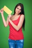 Muchacha que sostiene la bandera del papel en blanco Imagen de archivo
