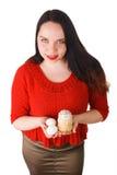 Muchacha que sostiene las manos y los huevos de Pascua Imagen de archivo libre de regalías