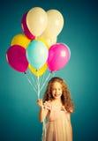 Muchacha que sostiene los globos Imagen de archivo libre de regalías