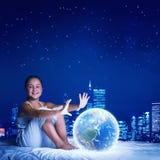 Muchacha que sueña antes de sueño Fotografía de archivo libre de regalías