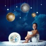 Muchacha que sueña antes de sueño Foto de archivo libre de regalías