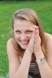 Muchacha que tiene una buena risa Foto de archivo