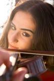 Muchacha que toca el violín Imagenes de archivo