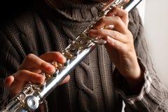Muchacha que toca la flauta Imágenes de archivo libres de regalías