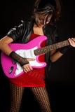 Muchacha que toca la guitarra foto de archivo libre de regalías