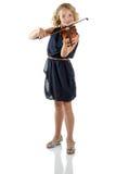 Muchacha que toca un violín en el fondo blanco Imagen de archivo libre de regalías