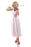 Muchacha que toca un violín en el fondo blanco Foto de archivo