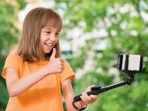 Muchacha que toma el selfie Fotos de archivo
