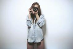Muchacha que toma una imagen Imagen de archivo