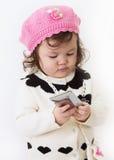 Muchacha que usa el teléfono elegante Fotografía de archivo libre de regalías