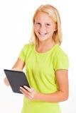 Muchacha que usa la tableta Fotografía de archivo libre de regalías