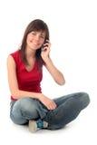 Muchacha que usa un teléfono móvil Imágenes de archivo libres de regalías