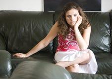 Muchacha que ve la TV Imágenes de archivo libres de regalías
