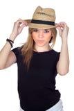 Muchacha rebelde adolescente con un casquillo de la paja Fotografía de archivo libre de regalías