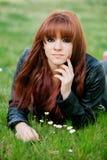Muchacha rebelde del adolescente con el pelo rojo Imagenes de archivo