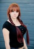Muchacha rebelde del adolescente con el pelo rojo Foto de archivo libre de regalías