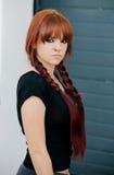 Muchacha rebelde del adolescente con el pelo rojo Fotografía de archivo libre de regalías