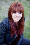 Muchacha rebelde del adolescente con el pelo rojo Imágenes de archivo libres de regalías