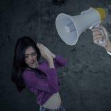 Muchacha regañada con un megáfono Imagenes de archivo