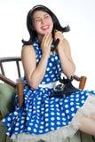 Muchacha retra linda en el teléfono Fotografía de archivo libre de regalías